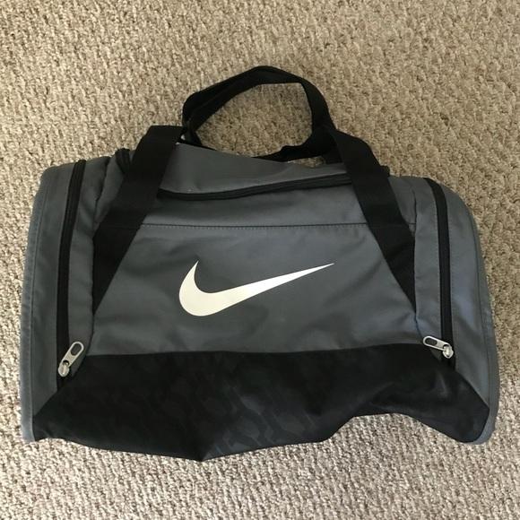 8cffda4fdf79 Nike Brasilia 6 Duffle Gym Bag Small. M 5adfc99e31a3762a7ca49f94